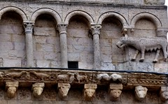Assisi - Cattedrale di San Rufino (Martin M. Miles - on the road again..) Tags: italy lion frieze perugia lioness assisi umbria umbrien assisicathedral sanrufino cattedraledisanrufino romanesqueportal cattedralediassisi birdsdrinkingfromachalice