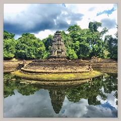 Neak Pean, Angkor - Cambogia #lapatataingiacchettaincambogia (PatataInGiacca) Tags: instagramapp square squareformat iphoneography uploaded:by=instagram rise
