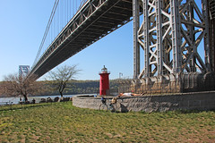 Little Red Lighthouse & George Washington Bridge, New York City (watersling) Tags: bridge lighthouse newyork river