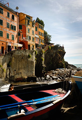 Riomaggiore / Port (Pieterjan Hanselaer) Tags: italy haven port harbor boat fishing bateau itali rioma