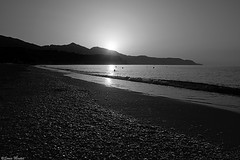 (Sonia Montes) Tags: blackandwhite naturaleza byn blancoynegro sol canon mar natural playa paisaje arena amanecer