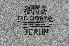 Goodbye Berlin (10b travelling) Tags: streetart berlin art germany deutschland graffiti stencil europa europe goodbye auf strassenkunst wiedersehen artdelarue carstentenbrink cmtbstreetart