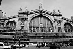 Gare du Nord (Morgause666) Tags: blackandwhite bw paris france blackwhite frankreich europa europe ledefrance eu bn francia europeanunion biancoenero parigi 10e