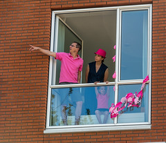 over there! (stevefge) Tags: pink windows girls people netherlands race nijmegen cycling nederland bikes bicycles watchers mensen giroditalia nederlandvandaag reflectyourworld unsuspectingprotagonists