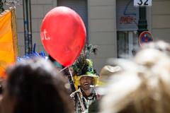 Die Hinterkpfe auf dem Karneval der Kulturen 2016 (mw238) Tags: party berlin kreuzberg de deutschland kultur tnzer umzug karneval akrobatik feier akrobaten 2016 kulturen hasenheide karnevalderkulturen sdstern multikulti artisten strasenfest strasenumzug gneisenaustrase kdk2016 kdk16 karnevalderkulturen2016