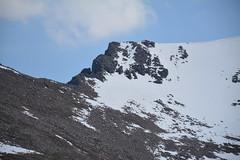 Fiacaill ridge (nic0704) Tags: mountain walking t landscape scotland highlands outdoor hiking hill peak an ridge climbing summit mountainside cairn gorm scramble cairngorm cairngorms foothill lochan coire sneachda fiacaill