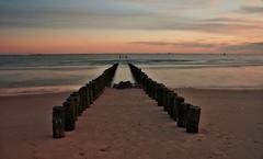 paardrijden aan zee (Omroep Zeeland) Tags: strand wandelen natuur zeeland zee zon lange walcheren sluitertijd ondergaande paalhoofd