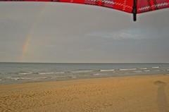 Bajo el paraguas,... seguimos  (E) (Esperanza & Joseba) Tags: primavera arcoiris atardecer