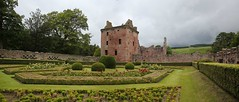 Edzell Castle (38) (arjayempee) Tags: edzellcastle angus forfarshire scotland castle towerhouse mounthpasses glenesk northesk lindsayofedzell earlofcrawford edzellcastlegardens stirlingofglenesk baronyofglenesk fortress courtyardcastle av6a546061stitch