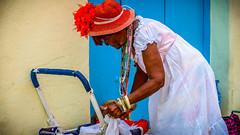 Santera (novicia, 1 ao de blanco) cargando la compra, La Habana (pepoexpress - A few million thanks!) Tags: street urban nikon candid cuba streetphotography nikkor lahabana d600 santera nikon24120 nikond600 candidstreetportraits urbanstreetpeople pepoexpress nikond60024120mmf4 d60024120 tresdasenlahabana