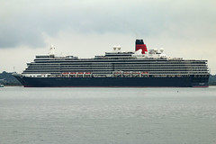 Cunard cruise ship Queen Elizabeth (gail_heaton) Tags: vessel cunard queenelizabeth liner southamptonwater