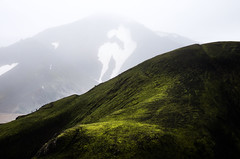 Giants (G.V Photographie) Tags: snow mountains green grass silhouette landscape iceland moss highlands w vert hikers paysage mousse herbe islande fluo landmannalaugar randonneurs vertfluo