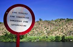 Dangereuse (Carla Robalo Martins) Tags: sinal sigh perigo danger rio river tejo alamal alentejo portugal