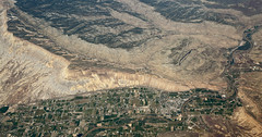 2016_06_02_lax-ewr_551 (dsearls) Tags: rock town flying desert aviation united sightseeing aerial erosion geology ual arid unitedairlines windowseat windowshot eastbound laxewr 20160602
