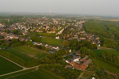 Ballonfahrt: Alsdorf-Eschweiler (Neuwieser) Tags: above hot eye birds de photography photo photographie view ride air hotair ballon balloon picture heisluftballon aerial photograph cameron aachen ballooning birdseye vues prise luftbild arienne ballonfahrt vogelperspektive luftaufnahme ballonfahren alsdorf aerophoto mariadorf heisluft luftbildaufnahme luftbildfotografie
