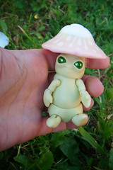 Mick-Oze the mushroom In my hand (The Maman Panda) Tags: pet cute mushroom doll artist bjd tendres chimeres