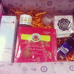 Glossy treats! Can't wait to try 'em! #glossybox #rogerandgallet #jellypongpong #premae #BMcosmetics #headlinecolors  Glossy Box tests et avis sur la box (passionthe) Tags: test paris les french la commerce box femme glossy beaut gift instant sa bonne discovery plaisir hommes femmes avis cadeau coffret choisir toutes glossybox cosmetique echantillons