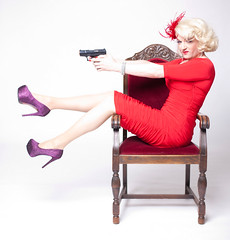 With a licence to kill ... (Sheila Wolf) Tags: berlin dragqueen pinup