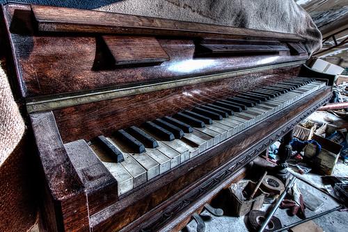 {Urbex} Usine au piano