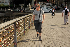 Passerelle Solfrino - Paris (France) (Meteorry) Tags: street bridge boy summer paris france guy love seine river europe candid july streetscene amour pont t rue amore gamin homme mec padlocks fleuve passerelle solfrino meteorry lovelocks 2013 parispeople quaianatolefrance passerellelopoldsdarsenghor cadenasdamour placehenridemontherlant