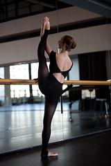 Camille (ha_ruyo) Tags: ballet la ballerina main danse pied stretching dans danseuse