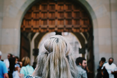 (✪ imightbewrong) Tags: door castle germany hair munich gate head behind neuschwanstein rückenfigur