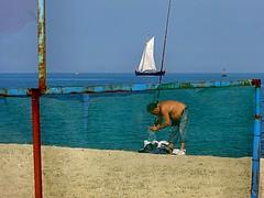 hora do almoo (bruce grant) Tags: barco pescador comamigos lindassoaspessoas pontadoscorvos