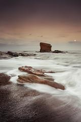 Charley's Garden, Collywell Bay (Alistair Bennett) Tags: sunset moon seascape coast rocks northumberland seatonsluice collywellbay charleysgarden canonef1740mm4lusm gnd045se
