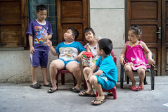 kids series (kuuan) Tags: street kids vietnam mf manualfocus voigtlnder 25mm skopar f425mm voigtlndersnapshotskoparf425mm abackalleyindistrict3
