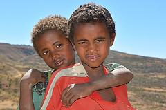 complicité Ethiopia_5144 (ichauvel) Tags: africa boy portrait sky girl kids children landscape faces expression ciel enfants ethiopia paysage fille complicity afrique complicité eastafrica visages ethiopie tigray graçon amitiés mekele cornedelafrique afriquedelest makele tigree
