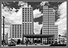 Berlin Potsdamer Platz (Vincent Kluwe-Yorck) Tags: city berlin potsdamerplatz schwarzweis