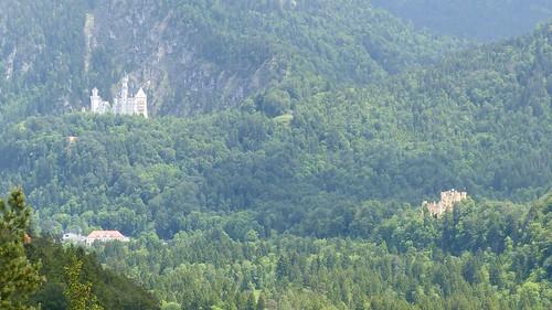 Blick auf Neuschwanstein und Hohenschwangau vom Kalvarienberg