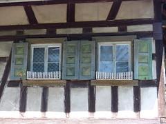 Ortenau-Wein-Wanderweg  - Fachwerk und Fenster in Neusatz (thobern1) Tags: ortenau wanderweg wein weinwanderweg badenbaden neusatz badenwrttemberg germany blackforest schwarzwald