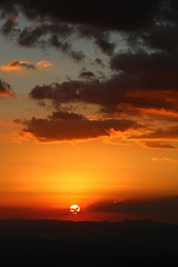 Serra da Moeda (Johnny Photofucker) Tags: sunset sky sun sol soleil tramonto nuvole wideangle cu prdosol cielo nuvens serra sole nuvem lightroom entardecer serradamoeda grandeangular serradoespinhao