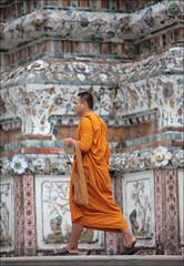 Buddhist monk Visiting wat arun (lhirlimann) Tags: orange thailand asia bangkok buddhist monk thalande siam canoneos5d canonef70200mmf28lisusm lightroom:cropped=true dopplr:explore=b6d1 thalande