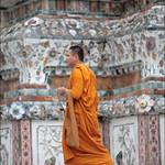 Buddhist monk Visiting wat arun thumbnail