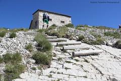 Rifugio Tito Zilioli 2.220 mt (Roberto Tarantino EXPLORE THE MOUNTAINS!) Tags: parco 2000 nuvole neve alta monte amici montagna marche umbria cresta sibillini vettore quota metri
