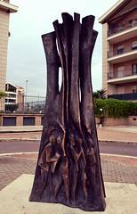 Urbano (Colombaie) Tags: arte totem urbano piazza due 2007 gemelli antiquarium scultura contemporanea bronzo anagnina scutura bellitalia pietrosantarelli viasalvatordal lucreziaromana