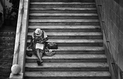 tra le righe (pamo67) Tags: pamo67 betweenthelines seduta sitting linee lines scale stairs donna woman bn bw blackwhite monochrome architecture street marmo marble pasqualemozzillo