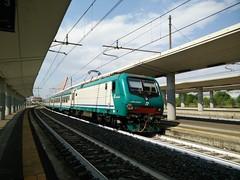 E464.555 a Lingotto FS (TO) (simone.dibiase) Tags: e464 regionale veloce torino porta nuova lingotto ferrovie dello stato trenitalia xmpr savona 555 fs italiane passeggeri treno train station pax