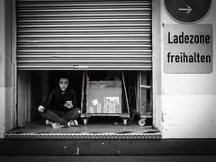 aufgesprt (Karl-Heinz Kasper) Tags: street blackandwhite bw woman black olympus omd karlheinz streetfotography karlheinzkasper