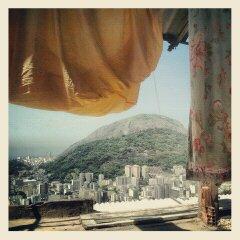 Favela Santa Marta (silvinafrydlewsky) Tags: brazil brasil ipod view streetphotography santamarta favela rodejaneiro