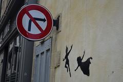 Continuons de rver comme un enfant (Bluefab) Tags: peterpan mur dormir panneau bayeux interdiction personnages droite voler rver
