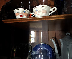 pair of teacups (Églantine) Tags: lighting old two smile wonder happy funny pair cups photograph deux teatime tasses paire vieilles cadeaudemariagede1949 1949weddinggift irememberlookingupattheshelfatthesewheniwasapreschooler