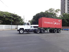 Mack Superliner with a 20ft container (RD Paul) Tags: truck dominicanrepublic camion trucks mack santodomingo camiones repblicadominicana superliner