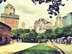 Late afternoon stroll in Battery Park #newyork #stroll #park #canon (manishATstreamzoo) Tags: park nyc newyork canon stroll snapseed streamzoo