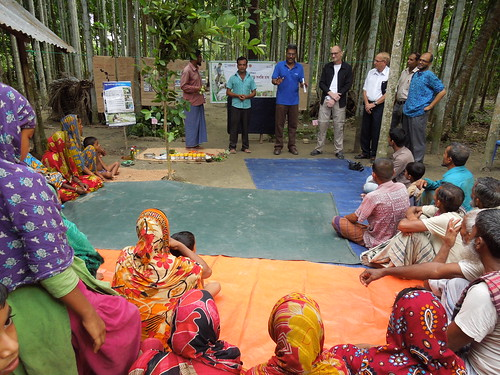 Participatory approach in Barisal, Bangladesh. Photo by Md. Golam Esahaq, 2013.