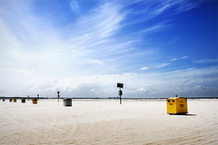 IJmuiden Beach (Jeroenc71) Tags: sea sky sun beach clouds canon horizon explore canon350d ijmuiden canonef24mmf28