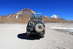 Our Landcruiser (Mute-Glasgow) Tags: vacation holiday blanco southamerica america canon landscape photo jeep 4x4 south bolivia toyota laguna dslr landcruiser bolivie bolivian toyotalandcruiser lagunablanco 400d