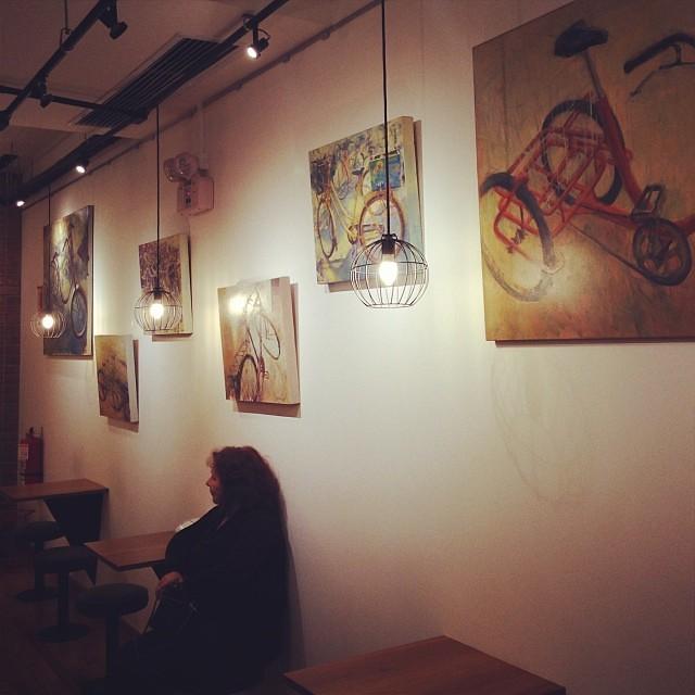 Obras de Jose Gomez • Inauguración de Arabica + Dédalo Larcomar #arteenlima #artinlima #art #arte #pintorperuano #artistaperuano #peruvianpainter #peruvianartist #artista #artist #pintura #painting